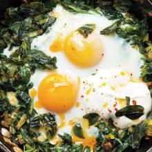 Jak przyrządzić dobre jajka ze szpinakiem?