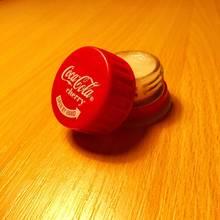 Pojemnik na błyszczyk z butelki po coca coli – jak go zrobić?