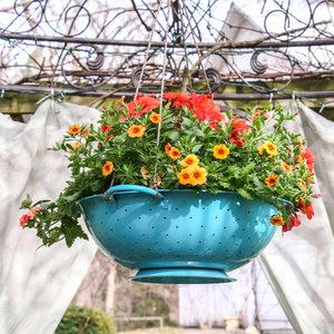 Jak wykonać wazon z durszlaka?