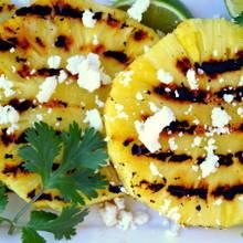 Jak przygotować sałatkę z ananasem na ostro?