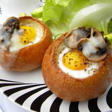 Jak przyrządzić pyszne jajko sadzone w bułce?