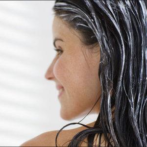 Po plażowaniu zadbaj o włosy